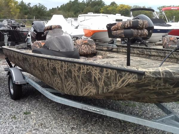 2016 Lowe Stinger 175Poly Camo Bass Boat