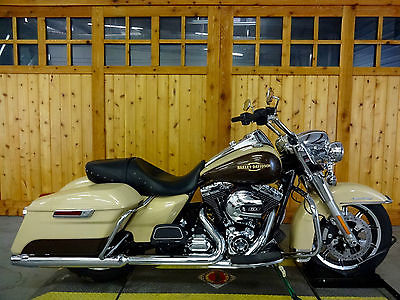 Harley-Davidson : Touring 2014 harley davidson road king only 2 898 miles two tone paint very sharp bike