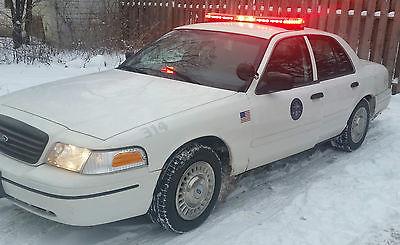 Ford : Crown Victoria Police Interceptor Sedan 4-Door Decked Police Interceptor/ Crown Victoria