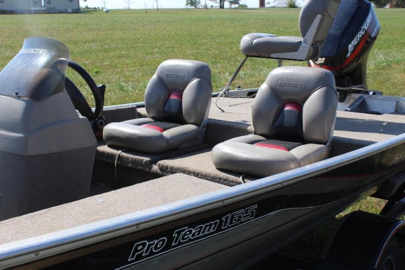 2001 Bass Tracker Boat