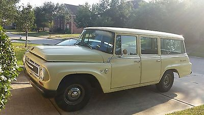 International Harvester : Other 1100B international harvester travelall