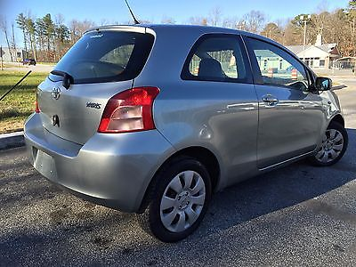 Toyota : Yaris 2007 Toyota Yaris 2 Door Excellent Condition Inside Out 40  Mpg Super Clean