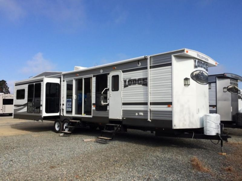 2015 Wildwood Lodge Travel Trailer Model 407REDS
