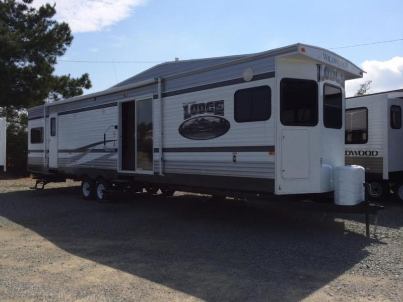 2015 Wildwood Lodge Travel Trailer Model 394FKDS