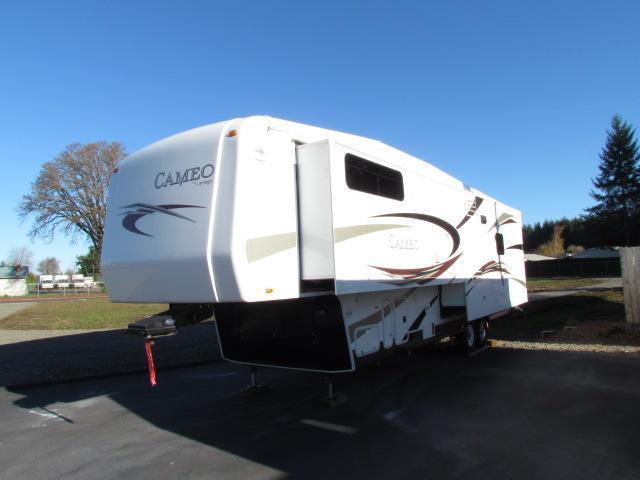 2011 36' CAMEO BY CARRIAGE LXI 29' SLIDE & 12'SLIDE SUPER NICE ON SALE