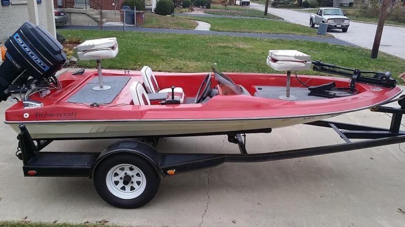 Nice Twistercraft 13' Mini Bass Boat