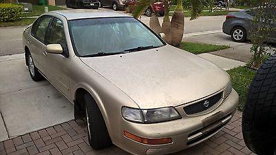 Nissan : Maxima car
