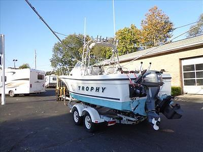 00 Trophy 2052 21' Boat, 9.9hp trolling motor, outriggers, rocket launchers, NAV