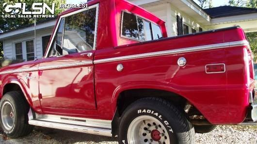 Ford : Bronco Custom Sport Utilty