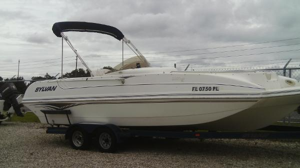 2002 Sylvan 23 Space Deck