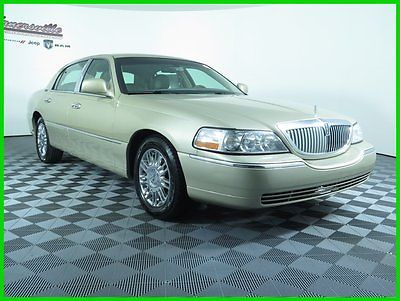 Lincoln : Town Car Signature RWD 4.6L V-8 Cyl USED Sedan - Leather USED 132k Miles 2010 Lincoln Town Car Signature Heated Seats Keyless Entry