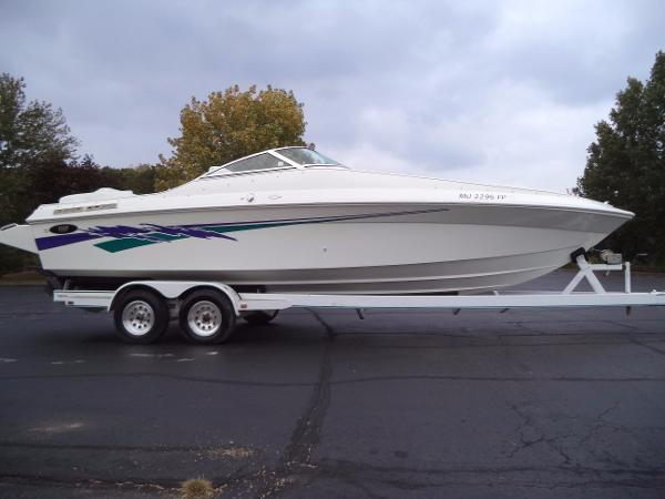2002 IMP 280 Combo Open Bow Cuddy