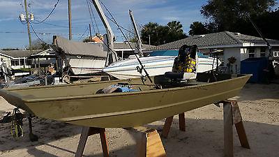 2014 12ft Crestliner - Aluminum Fishing Boat - Minn Kota Trolling Motor - Plus