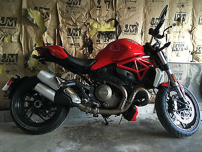 Ducati : Monster Ducati Monster 1200 only 26 miles!