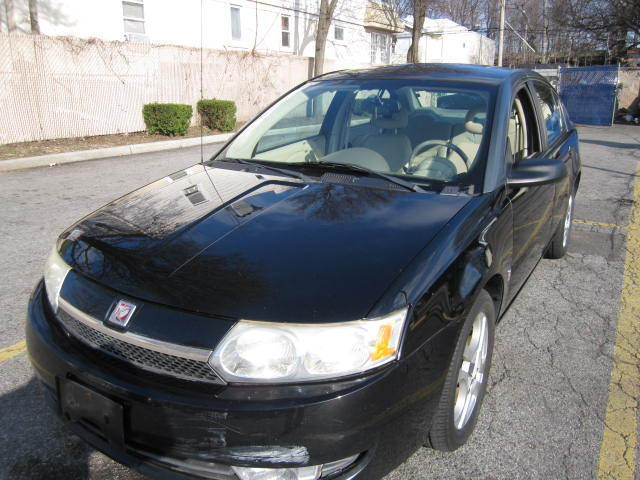 Saturn : Ion ion new trade runs great orig paint only 106k very clean warrantee drive it home