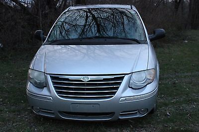 Chrysler : Town & Country Limited Mini Passenger Van 4-Door 2005 chrysler town country minivan