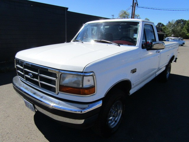 1994 Ford F150 4X4 *5.0 V8* *WHITE* EXTREMELY STRAIGHT NO RUST RARE FIND !!