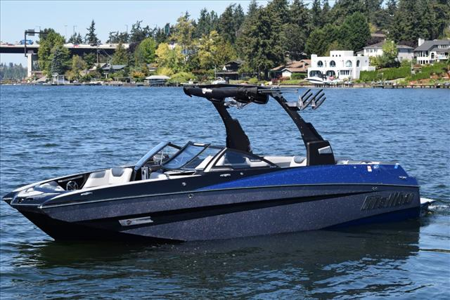 2017 Malibu Boats LLC M235