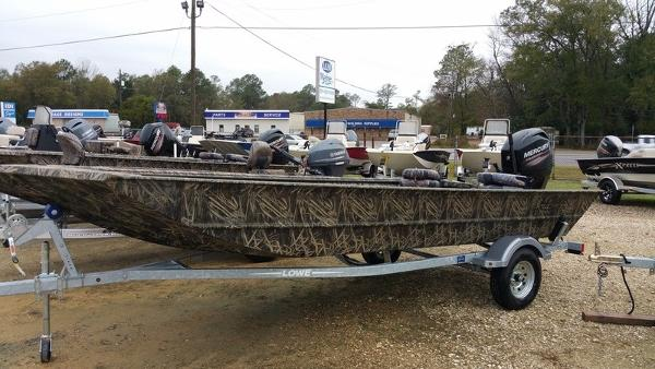 2016 LOWE BOATS Roughneck 18DT
