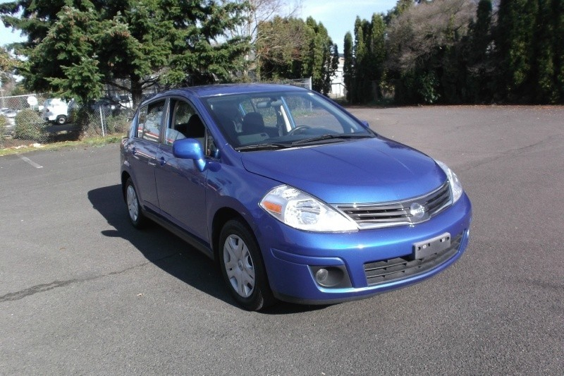2011 Nissan Versa S**Automatic**Drives Perfect Fully Loaded Clean title