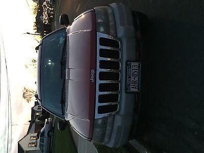 2002 Jeep Grand Cherokee Laredo Sport Utility 4-Door 2002 Jeep Grand Cherokee Laredo Sport Utility 4-Door 4.7L