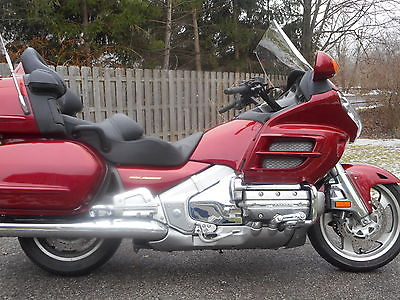 2002 Honda Gold Wing  GL1800 only 2597 miles !  WHY BUY NEW ?