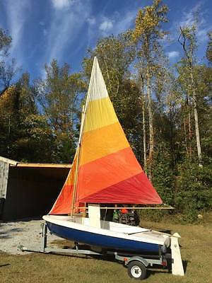 12' Skipper Sailboat with Trailer