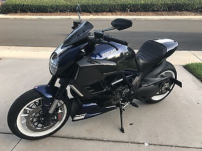 2014 Ducati Sport Touring  Ducati Diavel 2014 - New tires, carbon fiber and more - California