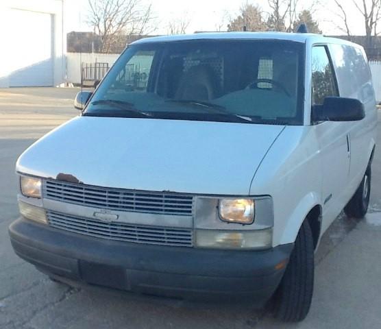 1999 Chevrolet Astro Cargo Van 111.2 WB RWD