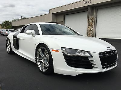 2011 Audi R8 v10 2011 AUDI R8 V10-WHITE W/RED LEATHER/CLEAN CARFAX/CARBON FIBER PGK!!!!!!!!!!!!!!