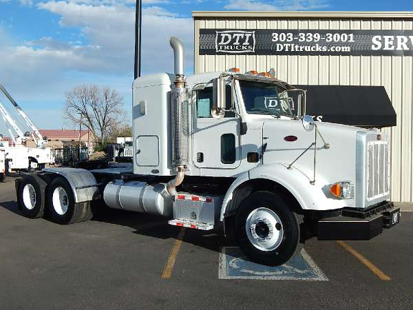 2009 Peterbilt 365 Tandem Axle Sleeper Cab