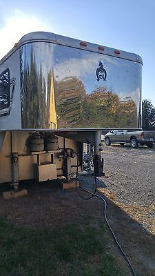 Adam 2005 4 horse slant load living quarters gooseneck trailer