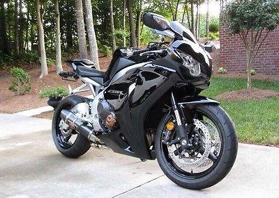 2011 Honda CBR  2011 CBR 1000rr 4,000 miles