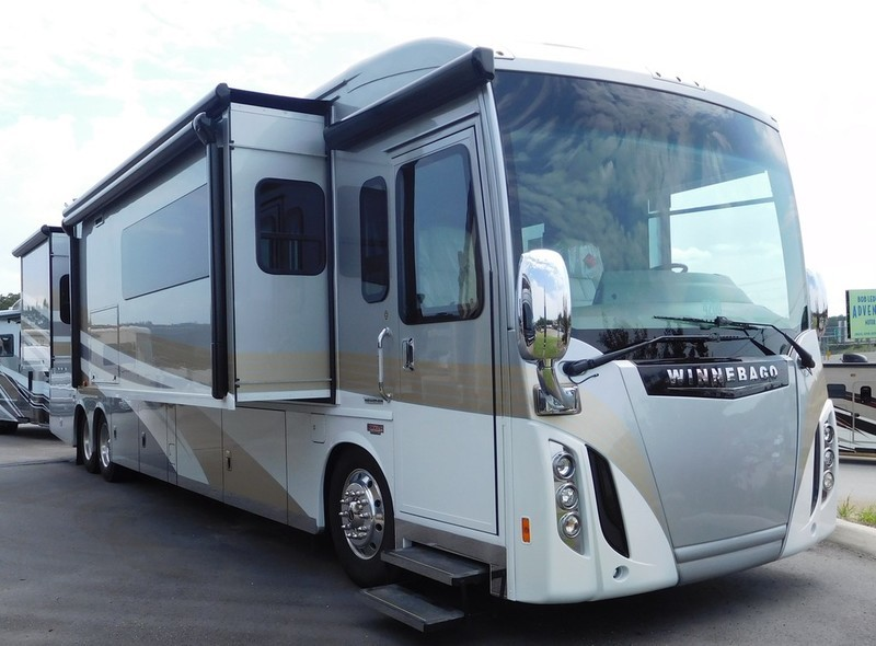 Winnebago TOUR 42QD