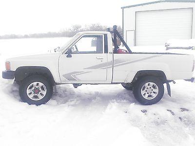 1988 Toyota SR5 White 1988Toyota pickup 4x4 SR5