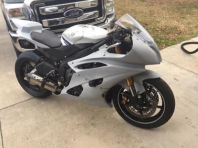 Yamaha YZF-R  2014 Yamaha YZF-R6 Race Bike