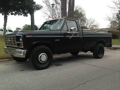 1984 Ford F-250 XLT 1984 Ford F-250 6.9 IDI International Diesel 2WD Pickup Truck