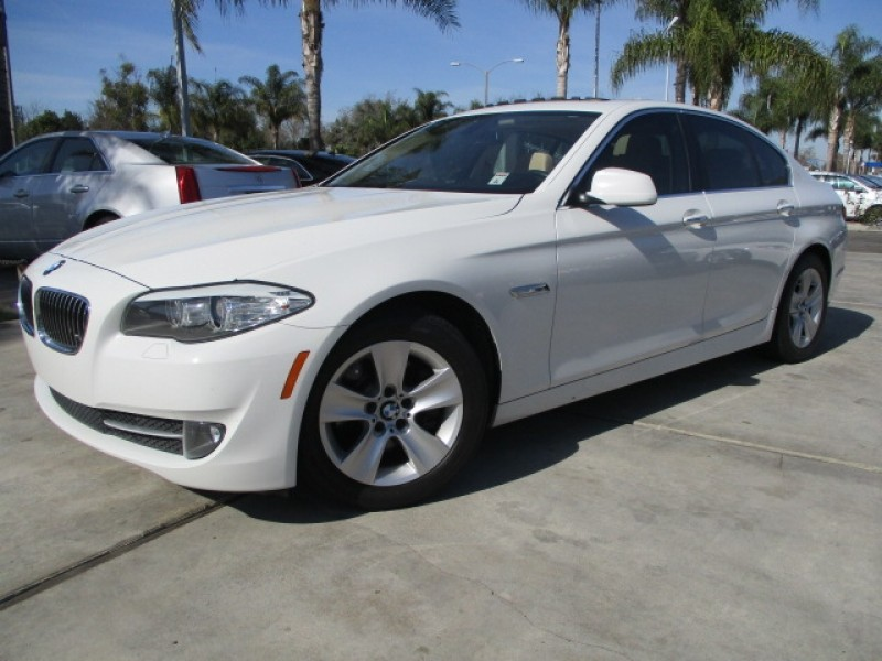 2011 BMW 5 Series 4dr Sdn 528i RWD Navigation Well Maintained