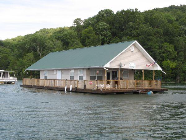 2002 CUSTOM BUILT 24 x 36 Floating Cottage (1088sqft)