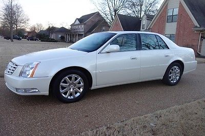 2011 Cadillac DTS Premium Collection NONSMOKER, NAVI, SUNROOF, HTD/COOLED/MASSAGING SEATS, PERFECT CARFAX!