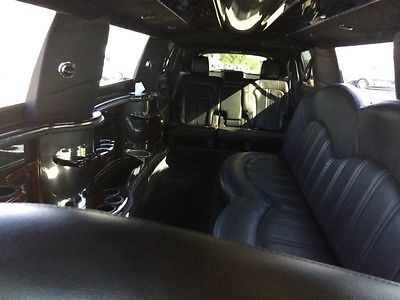2013 Lincoln MKT  limousine