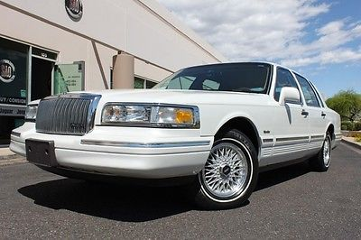 1997 Lincoln Town Car Signature 43,059 MILES 1997 LINCOLN Town Car Signature 43,059 MILES 43,059 Miles Ivory Pearlescent (CC/