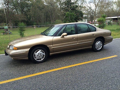 1998 Pontiac Bonneville SE Trade in well kept. Spacious. Clean Title