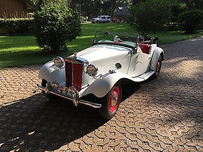 1952 MG T-Series White with Red Interior 1952 MG TD