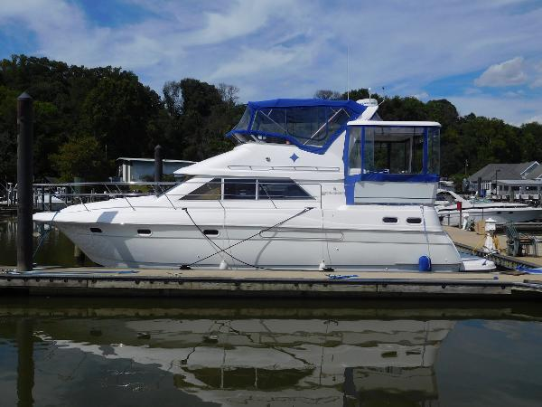 1996 Cruisers Yachts 3650 Motoryacht