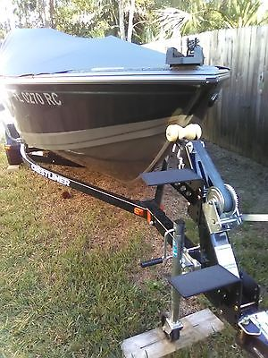 Crestliner 1650 Fish Hawk Aluminum Fishing Boat
