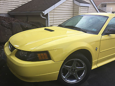 2002 Ford Mustang 2-Door Coupe 2002 Ford Mustang Coupe- Solar Yellow