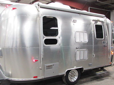 2006 AIRSTREAM BAMBI 19' CHRISTOPHER DEAM EDITION INTERNATIONAL 1/2 TON TOW RV