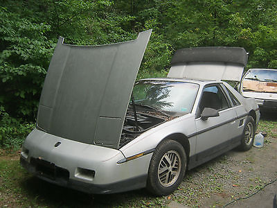 1986 Pontiac Fiero SE 1986 Pontiac Fiero SE coupe 4 cyl 2.5l automatic PARTS/PROJECT. RUNS. as is.