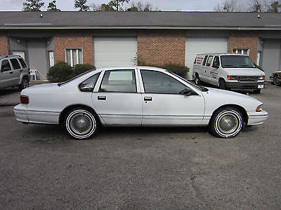1995 Chevrolet Caprice Classic Sedan 4-Door 95 Chevy sedan 4.3L V8 auto leather 23k 1 owner miles runs drives looks nice